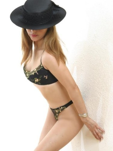 Elite Escort Agency Classic Courtesans in United Kingdom - Photo: 10 - Antonella Mature Escort in London