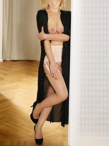 Escort Mira Mond in Frankfurt, Germany - Photo: 4