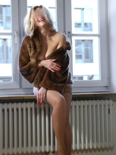 Escort Mira Mond in Frankfurt, Germany - Photo: 6