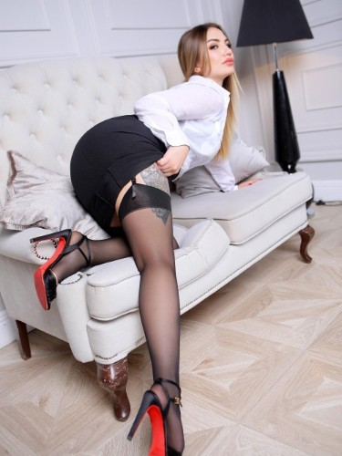 Teen Escort Sandra in Istanbul, Turkey - Photo: 4
