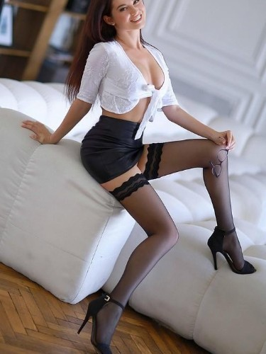 Teen Escort Amy in Athens, Greece - Photo: 4