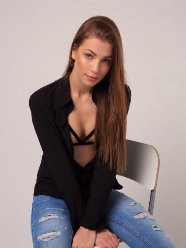 Teen Escort Model Meri in Istanbul, Turkey - Photo: 3