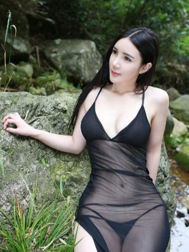 Teen Escort Ada Chou in Shanghai, China - Photo: 5