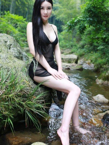 Teen Escort Ada Chou in Shanghai, China - Photo: 4