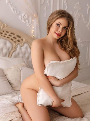 Teen Escort Amely in Istanbul, Turkey - Photo: 5