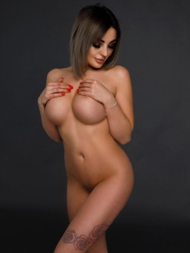 Teen Escort Stefania in Athens, Greece - Photo: 2