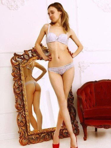 Teen Escort Holly in St Petersburg, Russia - Photo: 3