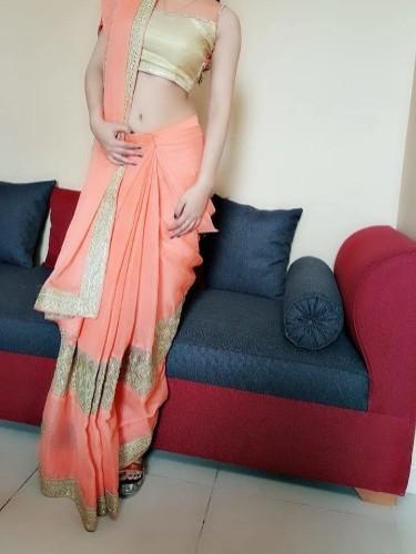 Model Hooker in Sari