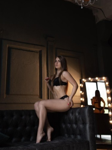 Teen Escort Alisa in Istanbul, Turkey - Photo: 6