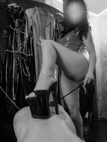Fetish Mistress Escort Mistress Isabella in The Hague, Netherlands - Photo: 5