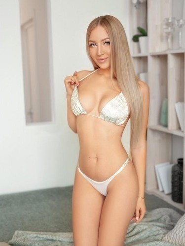 Teen Escort Alma in Milan, Italy - Photo: 6