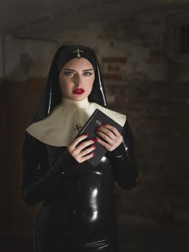 Escort Mistress Bella Lugosi in Berlin, Germany - Photo: 4
