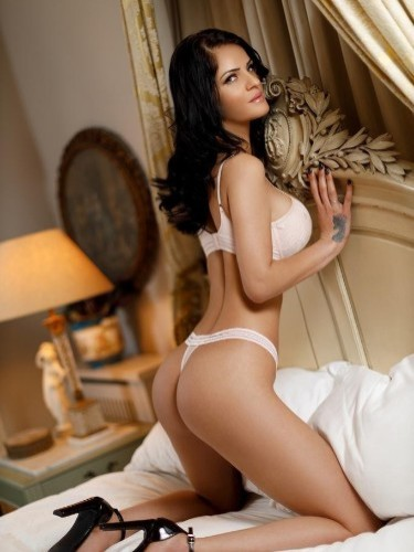 Teen Escort Aure in London, United Kingdom - Photo: 5
