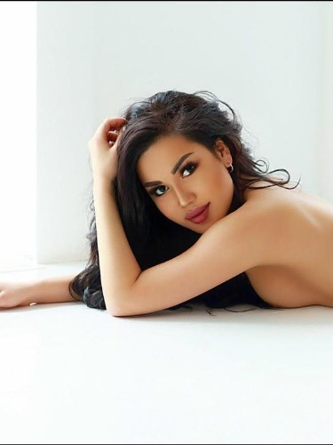 Teen Escort Amira in Riyadh, Saudi Arabia - Photo: 5