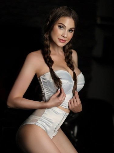 Teen Escort Marry Shy in Seattle, United States - Photo: 5