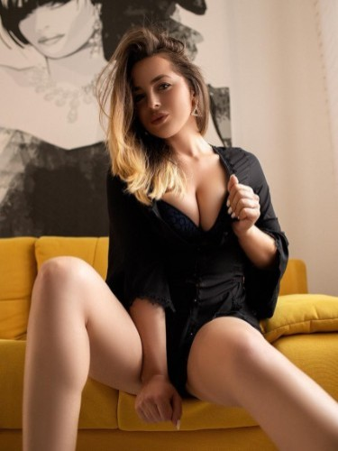Teen Escort Arielle in Florence, Italy - Photo: 6