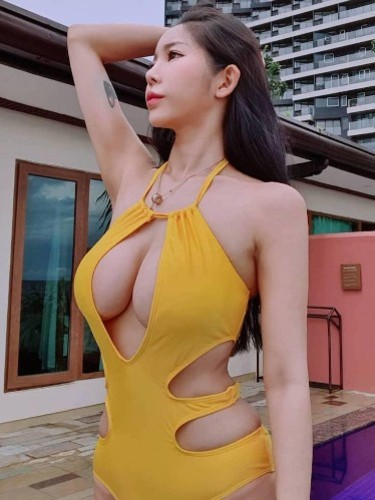 Teen Escort Sandy in Shanghai, China - Photo: 4