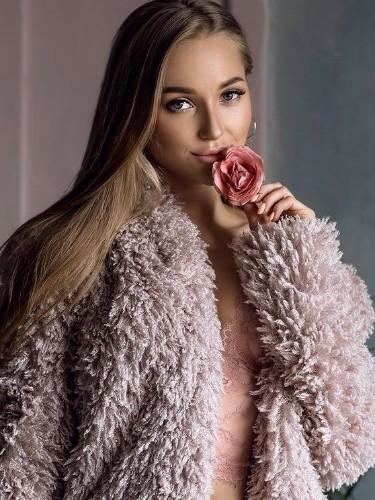 Elite Escort Agency Lux Models in Istanbul - Photo: 19 - Emma
