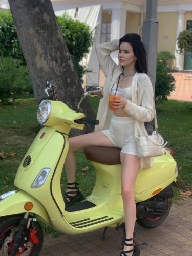 Teen Escort Julia in Limassol, Cyprus - Photo: 6