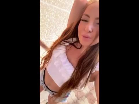 Viktoria De